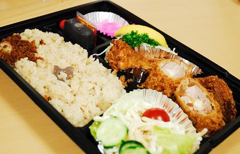 ワクワク五目炊き込み御飯(750円)