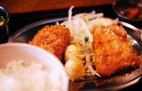 チキンカツ・コロッケ・串揚げのミックスフライ定食(680円)