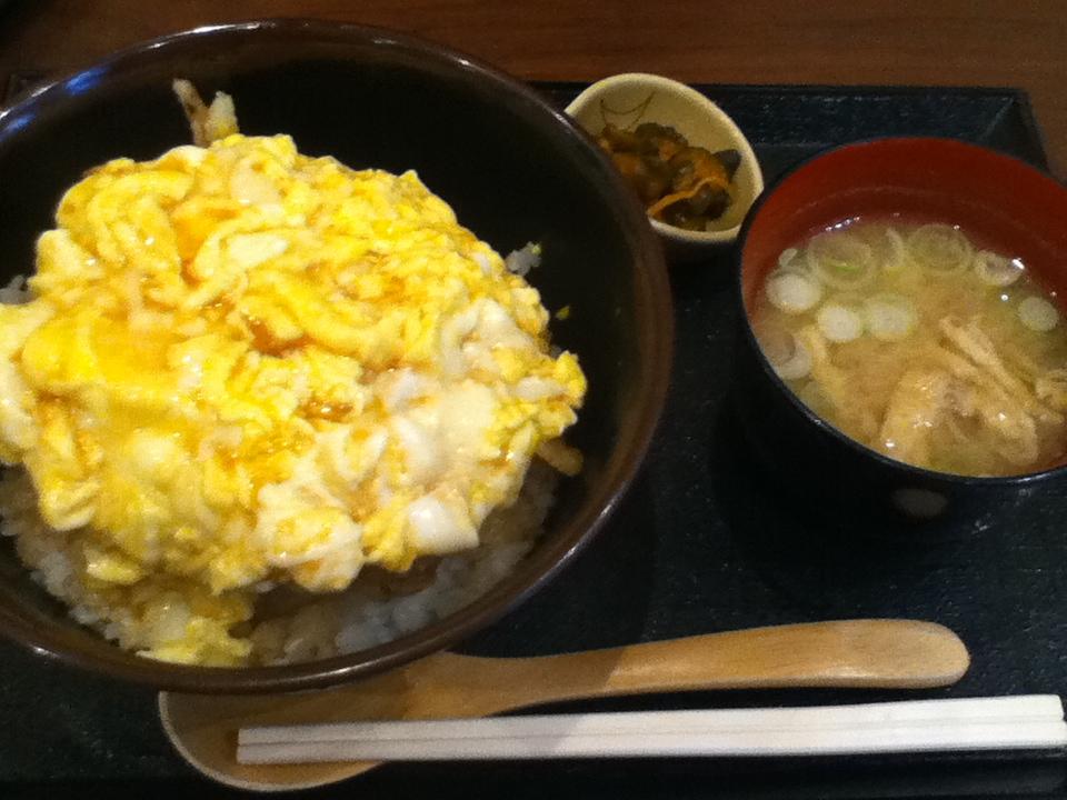 かき玉丼 お味噌汁と漬け物付きで750円