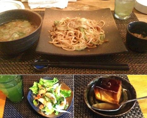 (上)富士宮焼きそば定食 900円 /(下)前菜のサラダと食後のプリン