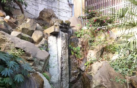 このちょろちょろが昔は立派な滝だった?