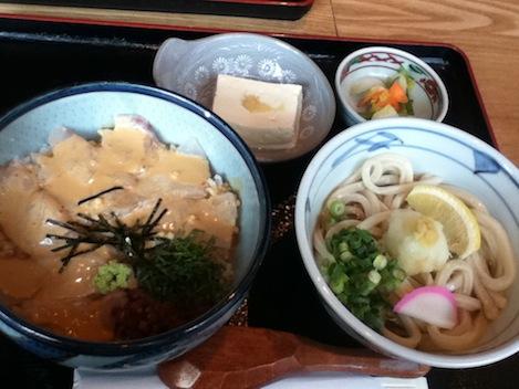 真鯛胡麻だれ丼とぶっかけうどん(冷)のセット/950円