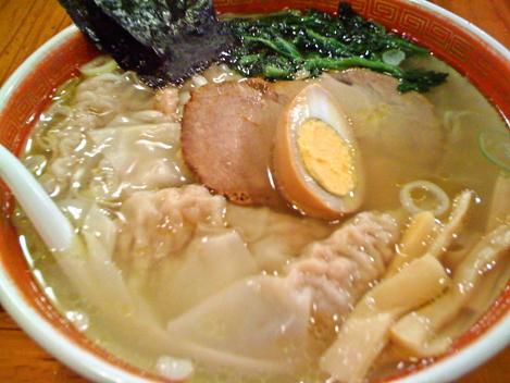 看板メニュー・ワンタン麺 760円