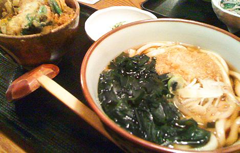 わかめうどんとミニかき揚丼(750円)
