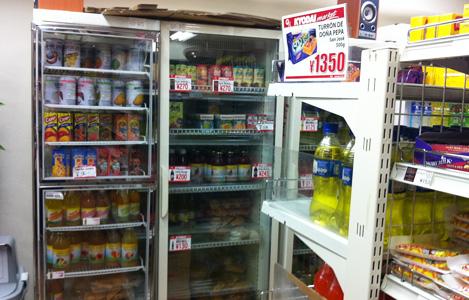 色んなフルーツジュースも売ってます。しかも、安くて全部美味しいです。