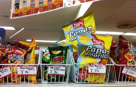 その他スナックも豊富。バナナのお菓子でも塩味使ってるものもあるので、甘いものか塩味かは事前に店員さんに聞けば教えてくれます。